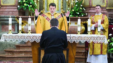 Slávnostné sľuby Fr. Petra Valachoviča